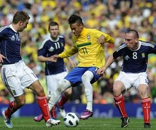 Fotos de Neymar. I'm a believer. Brazil-striker-Neymar-scores-against-Scotland-in-2-0-win